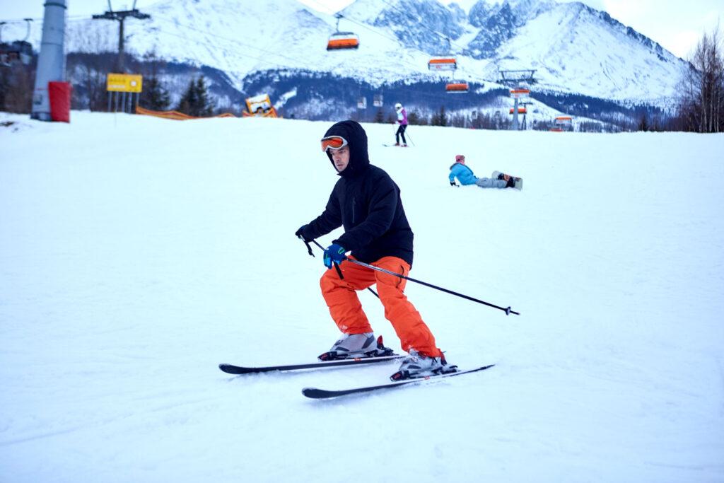 MYソリューションはゴルフだけでなく、スキーインストラクタの派遣も行っています!